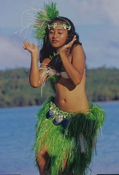 Femal dancer of the Cook Islands