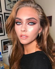 Gorgeous eyeliner and copper eyeshadow makeup look 🔥😍 in love with this makeup look for summer time. Gorgeous eyeliner and copper eyeshadow makeup look in love with this makeup look for summer time. Summer Eye Makeup, Natural Summer Makeup, Natural Eye Makeup, Simple Makeup, Daily Eye Makeup, Copper Eyeshadow, Eyeshadow Makeup, Hair Makeup, Makeup Lips
