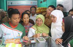 Dua Menteri Buka E-Warung di Surabaya