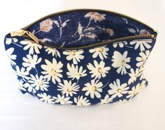 Daisy Floral Cosmetic Bag, Large Make Up Bag  Oh daisy! How much I'm in love with this flower :)