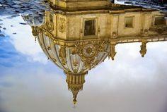 """Sapevate che al di sopra del """"Cupolone"""" c'è un'altra identica città di Roma. #cupolone #roma #villapirandello #vaticano"""