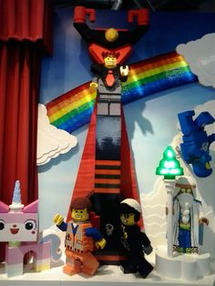 Auf der Spielwarenmesse 2014 - Übergroße LEGO Figuren aus zig tausend LEGO Bausteinen