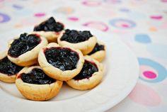 Easy Mini Individual Blueberry Pie Bites Recipe l Homemade Recipes http://homemaderecipes.com/holiday-event/24-recipes-for-blueberry-pie-day
