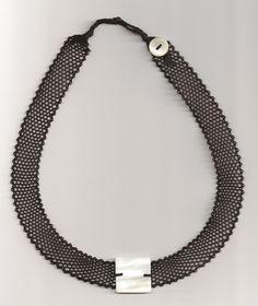 collier noir avec nacre