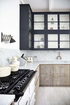 cuisine bois brut meuble-bas-plan-de-travail-marbre-idee-deco