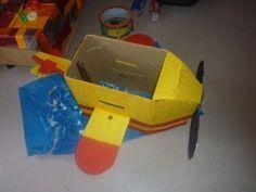 avion en carton Diy, Nerf, Halloween, Crafts, Craft Ideas, Google, Cardboard Airplane, Planes, Airplane Nursery
