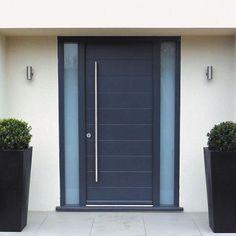 """13 curtidas, 2 comentários - Ecoville Portas Especiais (@ecovilleportasespeciais) no Instagram: """"Porta pivotante com visores de vidro laterais. #porta #pivotante #moderna #resistente…"""""""