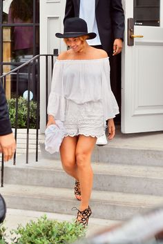 Beyoncé's SoCal Summer Street Style Is Top of the Charts Photo: Fern-Sharpshooter Images/Splash