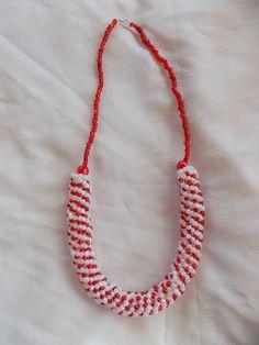 collier spirale perles de rocaille rouge et blanc : Collier par mamiechantal-screations
