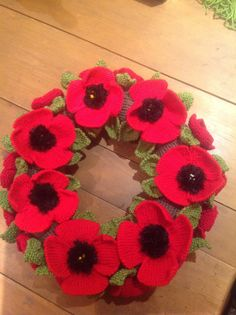 Knitted Poppy wreath created to commemorate Centenary Thanks… Knitting Ideas, Knitting Patterns Free, Knit Patterns, Flower Patterns, Free Pattern, Knitted Poppies, Crocheted Flowers, Crochet Christmas Ornaments, Christmas Knitting