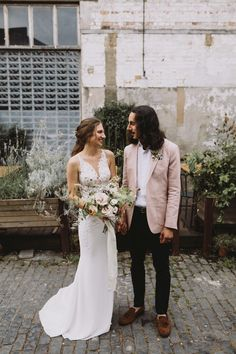 Today's industrial yet enchanting nuptials are sure to delight, especially our city warehouse wedding fans! Catherine and Mike tied the knot on July 2018 Wedding Fans, Chic Wedding, Perfect Wedding, Wedding Decor, Dream Wedding, Rustic Wedding Backdrops, Groom And Groomsmen Attire, Warehouse Wedding, Rustic Wedding Inspiration