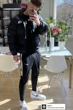 Thug Style, Superenge Jeans, Gym Outfit Men, Mens Leather Pants, Cute Gay Couples, Mens Clothing Styles, Sensual, Beautiful Boys, Cute Boys