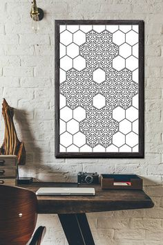 INSTANT DIGITAL DOWNLOAD: Honeycomb Geometric Wall Art Printable artworks Black and White Arts.  ** Code W-0112 ***  ** NO PHYSICAL PRINT INCLUDED ***  ** LIMITED TIME OFFER MAY & JUNE 2017: 3.25 $ instead 7 $ ***  Print out this modern wall artwork from your home computer or local print shop to style and decorate your home or office!  Your order will include 4 JPG with different sizes. Youll get every single file described below! Having these multiple files helps ensure that you can prin...
