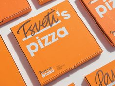 """Make&Take is a pizza shop that allows its customers to select the ingredients for their pizzas. Your """"signature pizza"""" is baked in less than 5 minutes and comes in a bright box with your name on it. It's that easy to get a pizza named after you. Pizza Branding, Pizza Logo, Corporate Design, Branding Design, Takeaway Packaging, Brand Packaging, Ecommerce Packaging, Pizza Restaurant, Logo Restaurant"""