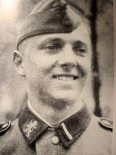 "https://flic.kr/p/fHHnSP   Un ""SS-Sturmmann"" de la 14. Waffen-Grenadier-Division der SS Galizien (Volontaires Ukrainiens)"