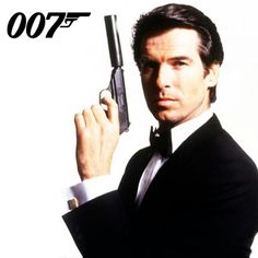 Pierce Brosnan n'avait pas l'autorisation contractuelle de porter un smoking complet dans tout film autre que James Bond entre 1995 et 2002.
