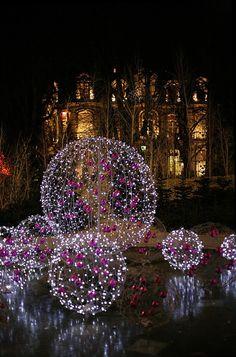 Christmas lights on the Champs-Élysées... <3