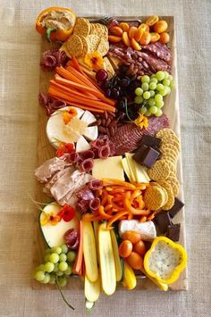 🧀🍷🥖Creating a beautiful charcuterie board is easier than you think! This past Sunday I had some friends and family coming over to relax around the pool and I wanted it to be EASY for me and WONDERFUL for them! Charcuterie Recipes, Charcuterie And Cheese Board, Charcuterie Platter, Crudite Platter Ideas, Grazing Platter Ideas, Cheese Board Display, Charcuterie Display, Cheese Platter Board, Meat Platter