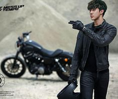 Leather Smarts © All Rights Reserved. Sehun, Black Helmet, Beard Humor, Black Gloves, Chinese Boy, Chanbaek, Wearing Black, Mafia, Leather Fashion
