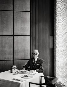 ^Philip Johnson photographed at his usual lunch spot, the Four Seasons Grill Room, Seagram Building, NYC* Philip Johnson, Le Corbusier, Seagram Building, Seasons Restaurant, Famous Architects, Before Us, Smart People, Art And Architecture, Portrait Photography