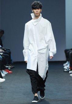 Men Fashion Show, Fashion Line, Suit Fashion, Mens Fashion, Fashion Trends, Mens Linen Outfits, Seoul, Conceptual Fashion, White Shirt Men