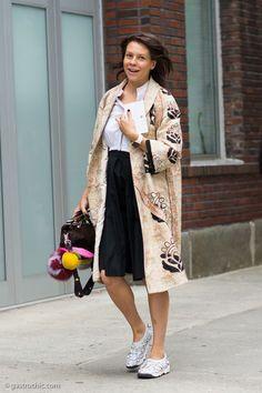 Charlotte Stockdale at Gucci Resort 2016 wearing Fendi bag