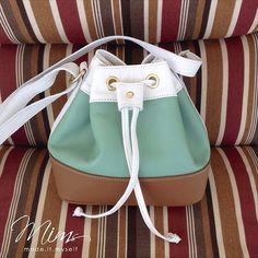 Bolsa mini brigadeiro em branco, verde menta e marrom canela  www.mimsbags.com #criesuabolsa #bolsa #bolsadecouro