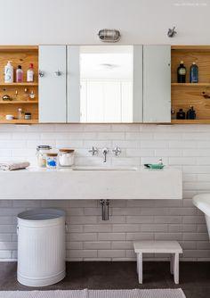 32-decoracao-banheiro-branco-subway-tiles-banheira-antiga
