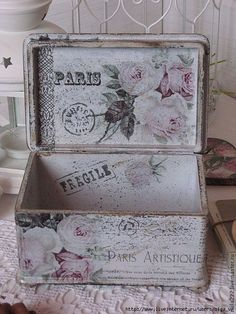 Decoupage inspiration my kinda shabby chic! Decoupage Vintage, Shabby Vintage, Decoupage Box, Vintage Crafts, Decoupage Suitcase, Shabby Chic Crafts, Shabby Chic Cottage, Shabby Chic Decor, Painted Boxes