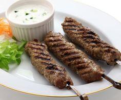 How to make Lamb Kebabs. Easy and simple Lamb Kebabs Recipe. Homemade lamb kebabs are healthy and delicious – and fun to eat! Kebab Recipes, Indian Food Recipes, Lamb Recipes, Libyan Food, Pumpkin Stew, Barbacoa, Lamb Kebabs, Egyptian Food, Chaat Masala