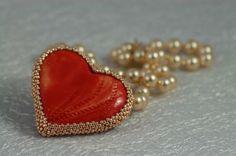 Srdiečko na krk so zlatými korálkami