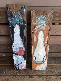 Pair of folk art horses on barn wood on Etsy . Barn Wood Crafts, Barn Wood Projects, Horse Crafts, Pallet Crafts, Wooden Crafts, Art Projects, Pallet Painting, Pallet Art, Tole Painting