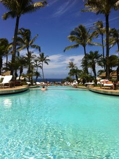 Ritz Carlton in Hawaii, Maui Beautiful afternoon around the pool, place to be!