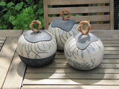Petite boîte raku décoration avec cordon fibre de coco : Art céramique par laurent-lenglet
