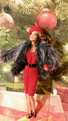 HAND KNITTED OUTFIT TO FIT BARBIE