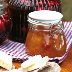 Plommon- och äppelmarmelad - Hemmets Journal Chutney, Swedish Recipes, Food For Thought, Preserves, Lemonade, Pickles, Juice, Food And Drink, Jar