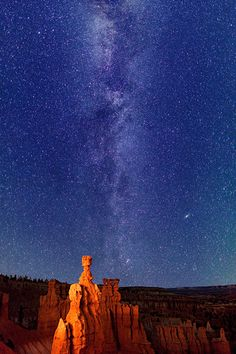 Bryce Canyon National Park has a 7.4 magnitude night sky, making it one of the darkest in North America. Stargazers can therefore see 7,500 stars with the naked eye.