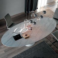 Tavolo ovale Reef con piano in marmo di Carrara