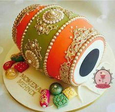 Indian wedding cake More wedding cakes Indian Cake, Indian Wedding Cakes, Indian Theme, Indian Wedding Jewelry, Punjabi Wedding, Desi Wedding, Pakistani Wedding Decor, Moroccan Theme, Wedding Doll