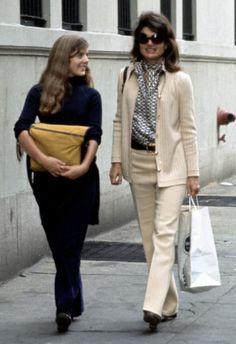 Jackie Onassis New York with Caroline, Oct. 1971.