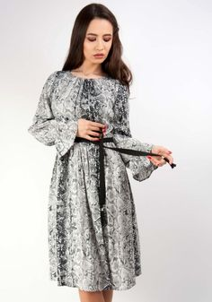 Lady, Dresses With Sleeves, Long Sleeve, Fashion, Dress, Moda, Sleeve Dresses, Long Dress Patterns, Fashion Styles