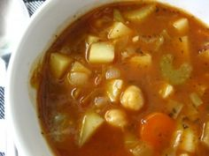 Ingredients: 1 lt water 1 carrot, cut into cubes 1 zucchini, cut into cubes 1 large ripe tomato whole (or sliced) 2 tbs peas 1 potato, cut into cubes 1 tbsp parsley 1 Tbsp oregano 3 tbsp macaroni 3 tbsp olive oil salt & pepper grated cheese, for serving Crockpot Recipes, Soup Recipes, Healthy Recipes, Swiss Chard Recipes, Beef Bone Broth, Best Comfort Food, Grass Fed Beef, Vegetarian Options, Soup And Sandwich