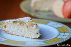Una torta di mele realizzata con soli albumi e senza lievito, una sofficissima bontà dal sapore delicato.