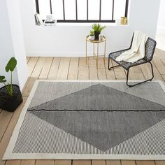 Loscan flat weave kilim rug. Inspired by traditional kilim rugs, artisan crafted and woven by hand. This hardwearing rug is right at home in a lounge or on a patio. A chic and simple way to dress up any floor.Loscan flat weave kilim rug :100% PET*, 1600 g/m².Hand-woven, flat weave.Easy care.Suitable for indoor and outdoor use.  *PET is a fibre made from recycled bottles which makes it an eco-friendly material, highly resistant to staining and water.It creates a very natural look similar to…