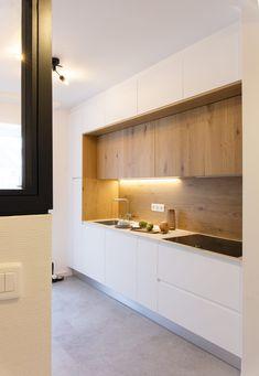 Minimal Kitchen Design, Kitchen Room Design, Minimalist Kitchen, Home Decor Kitchen, Interior Design Kitchen, Modern Kitchen Interiors, Modern Kitchen Cabinets, Kitchen Modern, Home Entrance Decor