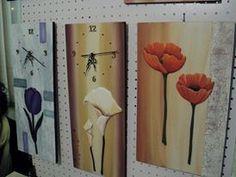 cuadros y relojes con flores en a manode zimek artesanias