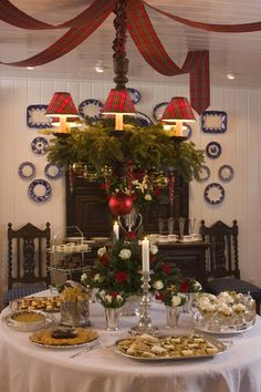 Home of Kathryn Greeley (Chestnut Cottage) Christmas Table