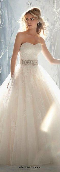 Este vestido de casamento é perfeito! Tem tudo o que a mulher, ou rapariga quer! Kiss, Mary <3