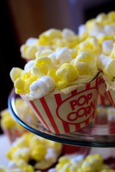 tutorial on how to make super cute popcorn cupcakes...complete with wrapper templates