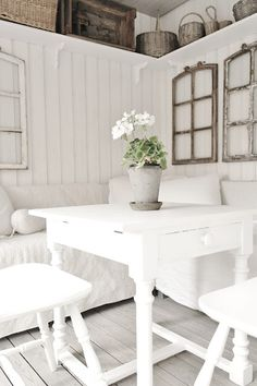 Check out the storage shelf up top! Such a brilliant way to maximise storage options. Living Room White, Loft, Living Styles, Cottage Interiors, Shabby Chic Homes, White Houses, Cottage Style, Decoration, Interior Design